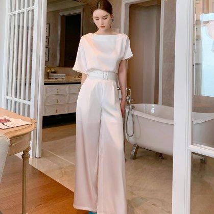 お呼ばれにもおすすめ 半袖白トップスとワイドパンツの上下セットアップ パンツドレス