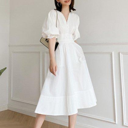 カジュアルかわいい海外アイテム ボリューミーなパフ袖のフレア白ワンピース
