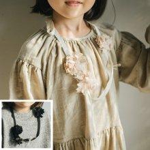 ハンドフラワーネックレス<br>Hand flower necklace<br>Beige/Black<br>『piccola su』 <br>16FW