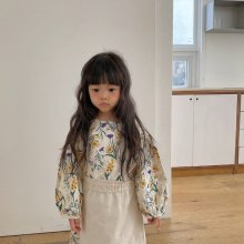 Wildflower apron ops<br>natural<br>『viviennelee』<br>20FW<br>定価<s>5,900円</s><br>S