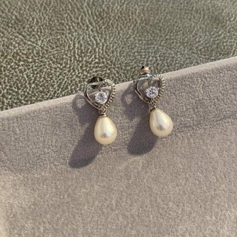 Pisces / Vintage Heart & Faux Pearl Pierced Earrings