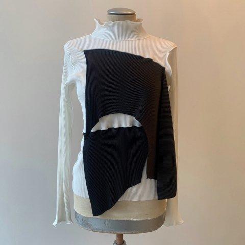kotohayokozawa / Pleats Top - long sleeve, high neck 01