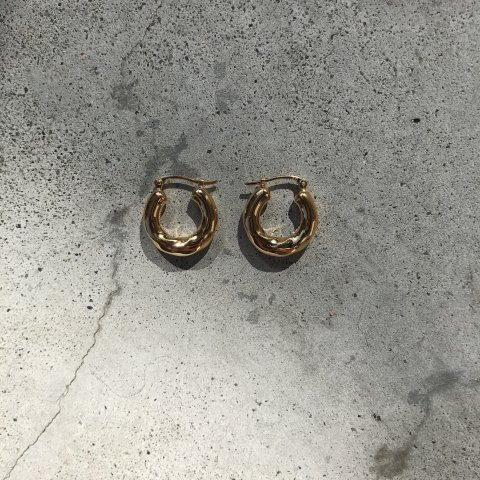 <img class='new_mark_img1' src='https://img.shop-pro.jp/img/new/icons3.gif' style='border:none;display:inline;margin:0px;padding:0px;width:auto;' />Preek / TWIST SMALL HOOP Pierced Earrings