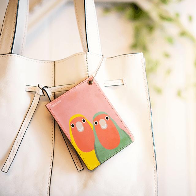パスケース(SMILE BIRD / コザクラインコ) 商品の様子