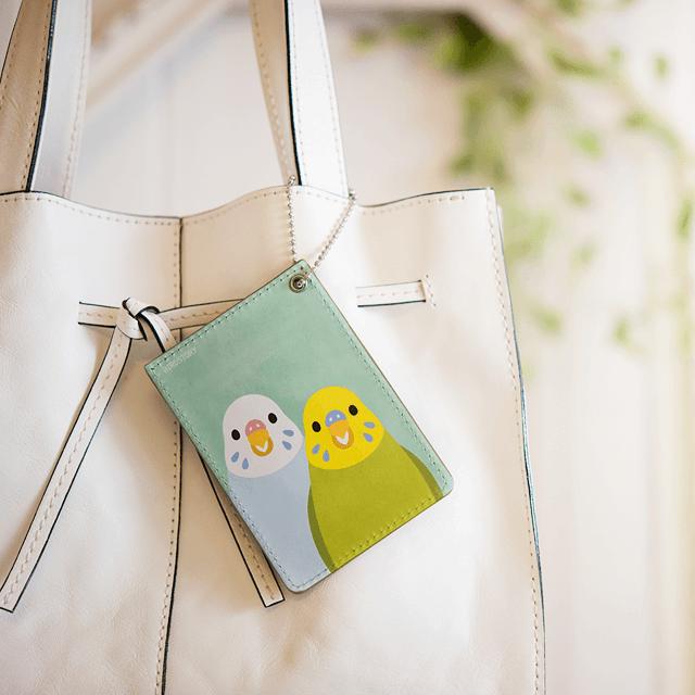 パスケース(SMILE BIRD / セキセイインコ) 商品の様子