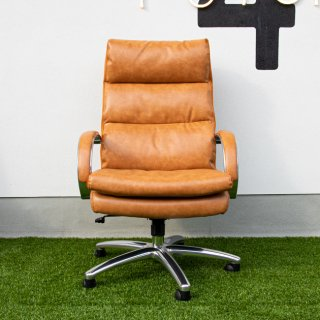 LEATHER POCKET COIL CHAIR ・
