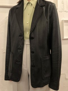 Vintage Black Leather Tailored Jacket<img class='new_mark_img2' src='https://img.shop-pro.jp/img/new/icons50.gif' style='border:none;display:inline;margin:0px;padding:0px;width:auto;' />