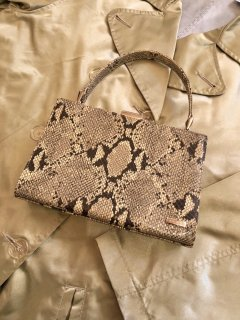 Vintage Faux Python Hand Bag<img class='new_mark_img2' src='https://img.shop-pro.jp/img/new/icons50.gif' style='border:none;display:inline;margin:0px;padding:0px;width:auto;' />