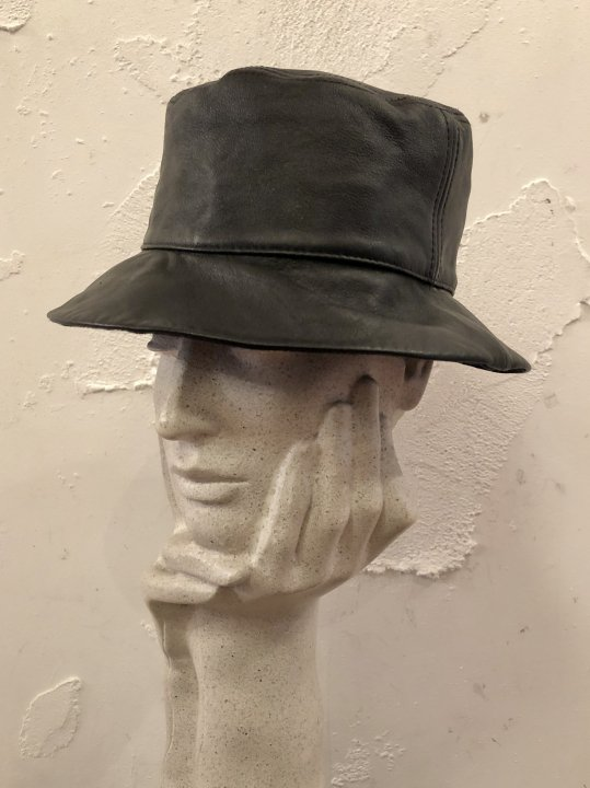 Vintage Black Leather Bucket Hat M<img class='new_mark_img2' src='https://img.shop-pro.jp/img/new/icons50.gif' style='border:none;display:inline;margin:0px;padding:0px;width:auto;' />