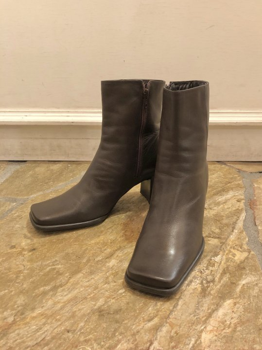 Vintage Dark Brown Leather Heel Boots 26.0cm<img class='new_mark_img2' src='https://img.shop-pro.jp/img/new/icons50.gif' style='border:none;display:inline;margin:0px;padding:0px;width:auto;' />