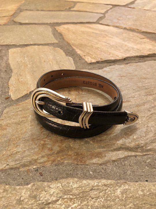 Vintage Black Leather Narrow Belt M<img class='new_mark_img2' src='https://img.shop-pro.jp/img/new/icons50.gif' style='border:none;display:inline;margin:0px;padding:0px;width:auto;' />
