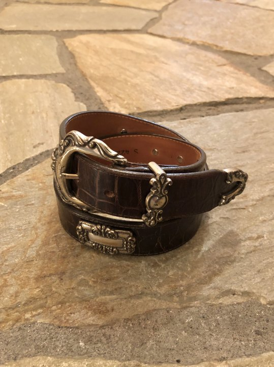 Vintage Concho Design Brown Leather Belt S<img class='new_mark_img2' src='https://img.shop-pro.jp/img/new/icons50.gif' style='border:none;display:inline;margin:0px;padding:0px;width:auto;' />