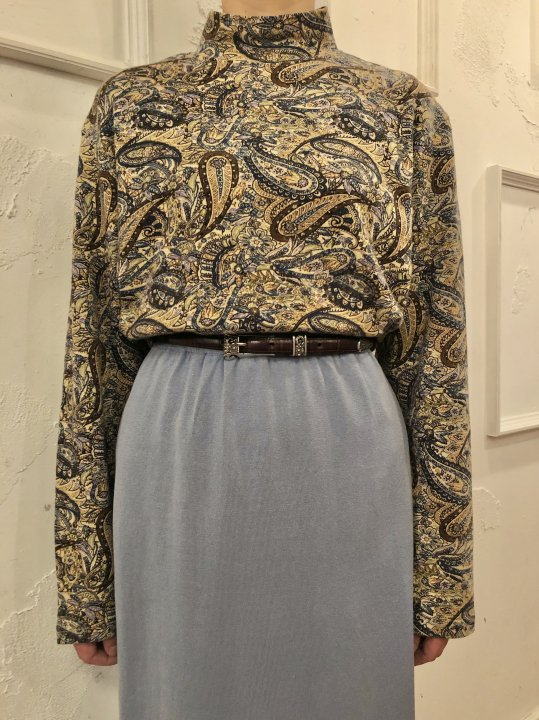 Vintage Paisley Print Mockneck Beige XL<img class='new_mark_img2' src='https://img.shop-pro.jp/img/new/icons50.gif' style='border:none;display:inline;margin:0px;padding:0px;width:auto;' />