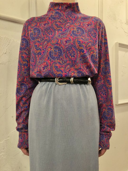 Vintage Paisley Print Mockneck Magenta M<img class='new_mark_img2' src='https://img.shop-pro.jp/img/new/icons50.gif' style='border:none;display:inline;margin:0px;padding:0px;width:auto;' />