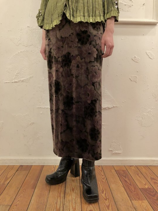 Vintage Floral Velour Long Skirt M<img class='new_mark_img2' src='https://img.shop-pro.jp/img/new/icons50.gif' style='border:none;display:inline;margin:0px;padding:0px;width:auto;' />