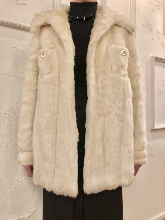 Vintage White Faux Fur Shirt Design Coat M<img class='new_mark_img2' src='https://img.shop-pro.jp/img/new/icons50.gif' style='border:none;display:inline;margin:0px;padding:0px;width:auto;' />