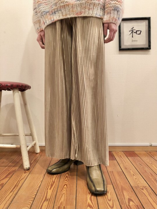 Vintage Pleated Design Satin Wide Pants M<img class='new_mark_img2' src='https://img.shop-pro.jp/img/new/icons50.gif' style='border:none;display:inline;margin:0px;padding:0px;width:auto;' />