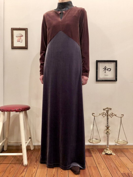 Vintage Two Tone Velour Maxi Dress M<img class='new_mark_img2' src='https://img.shop-pro.jp/img/new/icons50.gif' style='border:none;display:inline;margin:0px;padding:0px;width:auto;' />