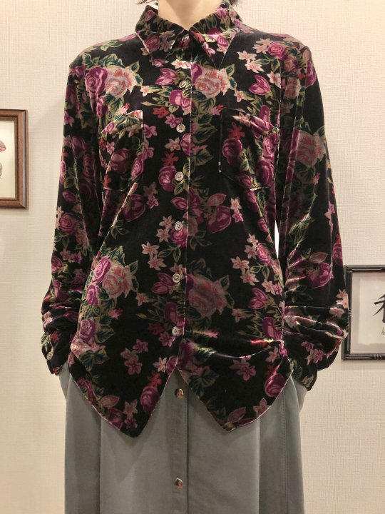 Vintage Purple Floral Velour Shirt M<img class='new_mark_img2' src='https://img.shop-pro.jp/img/new/icons50.gif' style='border:none;display:inline;margin:0px;padding:0px;width:auto;' />