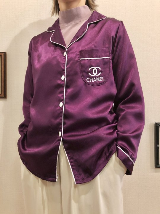 Vintage/Bootleg CHANEL Purple Satin Shirt S<img class='new_mark_img2' src='https://img.shop-pro.jp/img/new/icons50.gif' style='border:none;display:inline;margin:0px;padding:0px;width:auto;' />