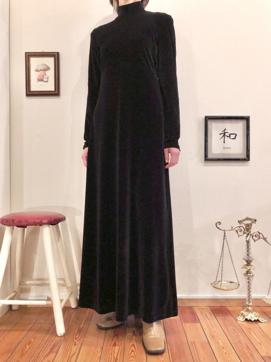 Vintage Black Velour Mockneck Maxi Dress M<img class='new_mark_img2' src='https://img.shop-pro.jp/img/new/icons50.gif' style='border:none;display:inline;margin:0px;padding:0px;width:auto;' />