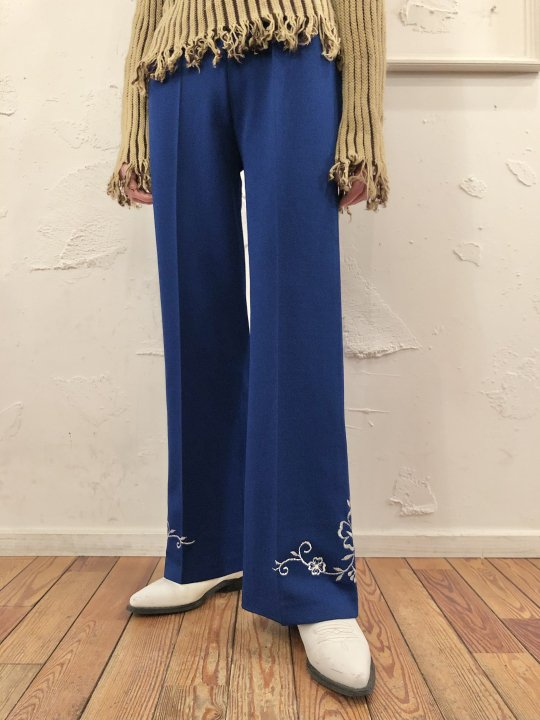 Vintage Dark Blue Embroidered Flare Pants M<img class='new_mark_img2' src='https://img.shop-pro.jp/img/new/icons50.gif' style='border:none;display:inline;margin:0px;padding:0px;width:auto;' />
