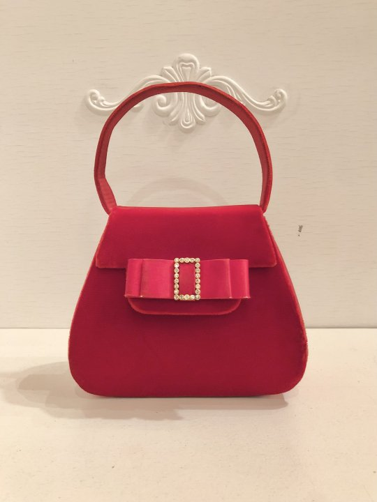 Vintage Red Velour Hand Bag <img class='new_mark_img2' src='https://img.shop-pro.jp/img/new/icons50.gif' style='border:none;display:inline;margin:0px;padding:0px;width:auto;' />