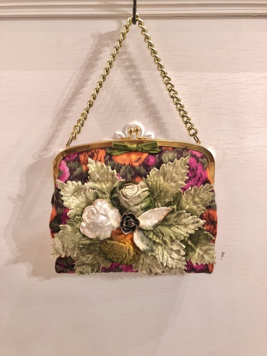 Vintage Floral Design Multi Color Hand Bag <img class='new_mark_img2' src='https://img.shop-pro.jp/img/new/icons50.gif' style='border:none;display:inline;margin:0px;padding:0px;width:auto;' />