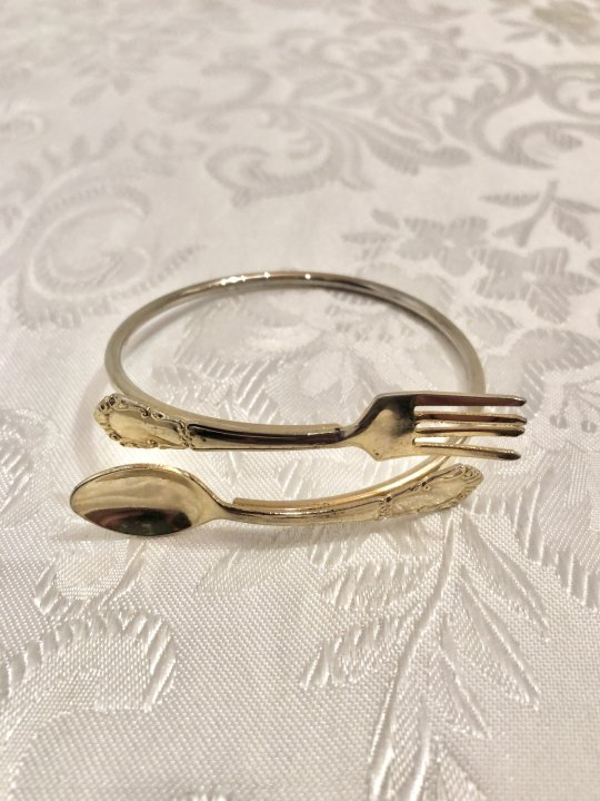 Vintage Light Gold Spoon and Fork Design Bangle<img class='new_mark_img2' src='https://img.shop-pro.jp/img/new/icons50.gif' style='border:none;display:inline;margin:0px;padding:0px;width:auto;' />