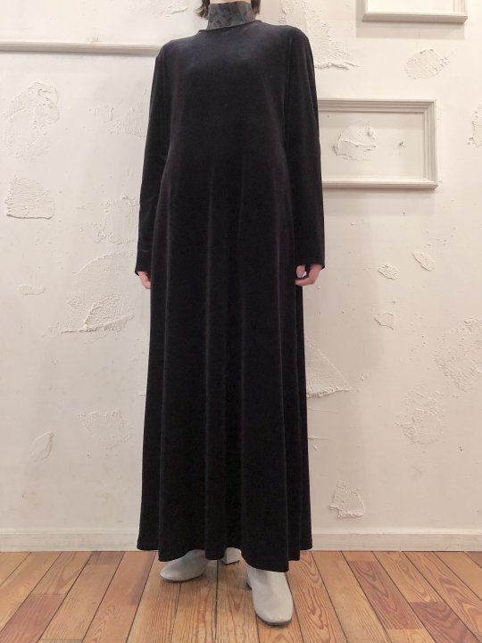 Vintage Black Velour Maxi Dress M<img class='new_mark_img2' src='https://img.shop-pro.jp/img/new/icons50.gif' style='border:none;display:inline;margin:0px;padding:0px;width:auto;' />