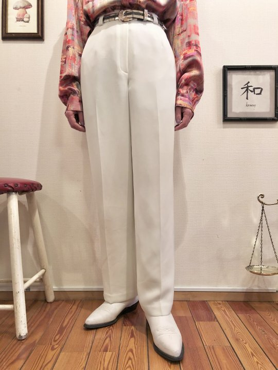 Vintage White Slacks M<img class='new_mark_img2' src='https://img.shop-pro.jp/img/new/icons50.gif' style='border:none;display:inline;margin:0px;padding:0px;width:auto;' />
