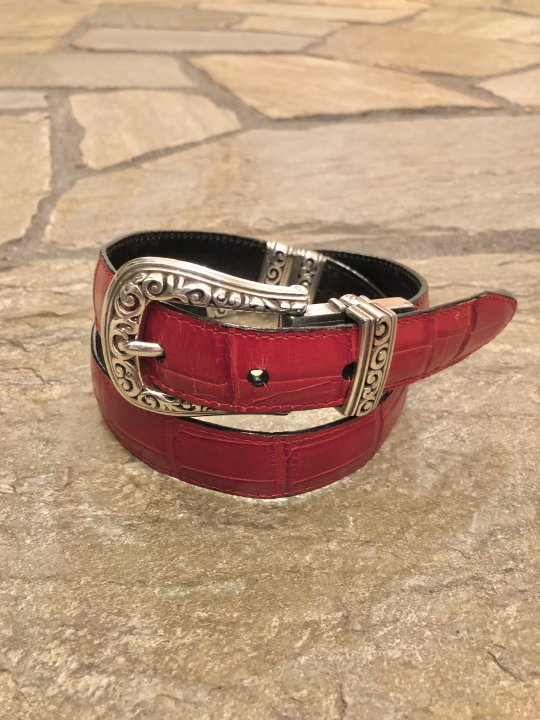 Vintage Red/Black Reversible Design Leather Belt XS<img class='new_mark_img2' src='https://img.shop-pro.jp/img/new/icons50.gif' style='border:none;display:inline;margin:0px;padding:0px;width:auto;' />