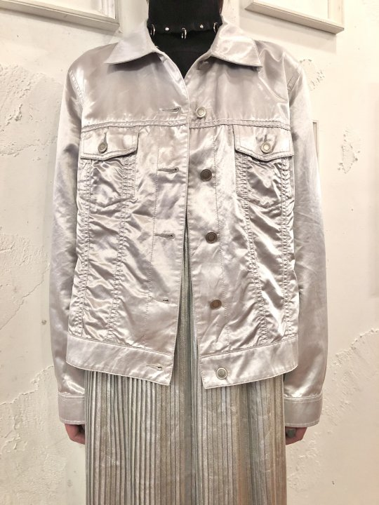 Vintage Metallic Silver Trucker Jacket M<img class='new_mark_img2' src='https://img.shop-pro.jp/img/new/icons50.gif' style='border:none;display:inline;margin:0px;padding:0px;width:auto;' />
