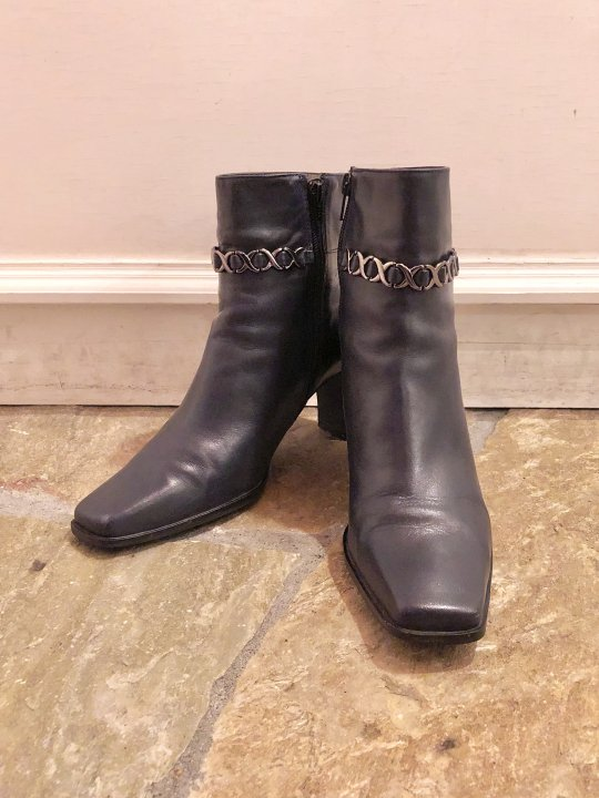 Vintage Chain Design Navy Leather Heel Boots 25.0cm