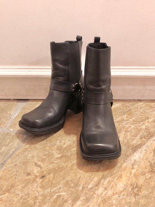 Vintage Ring Design Leather Heel Boots 25.5cm