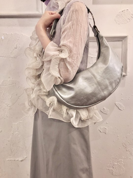 Vintage Metallic Silver Shoulder Bag <img class='new_mark_img2' src='https://img.shop-pro.jp/img/new/icons50.gif' style='border:none;display:inline;margin:0px;padding:0px;width:auto;' />