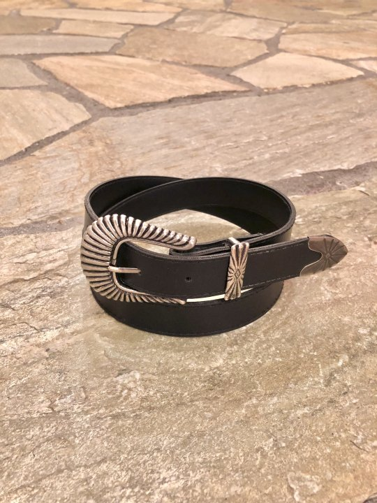 Vintage Black Synthetic Leather Belt M<img class='new_mark_img2' src='https://img.shop-pro.jp/img/new/icons50.gif' style='border:none;display:inline;margin:0px;padding:0px;width:auto;' />