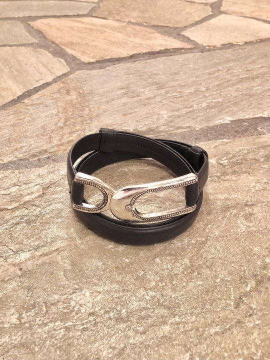 Vintage Silver Buckle Adjustable Black Leather Belt<img class='new_mark_img2' src='https://img.shop-pro.jp/img/new/icons50.gif' style='border:none;display:inline;margin:0px;padding:0px;width:auto;' />