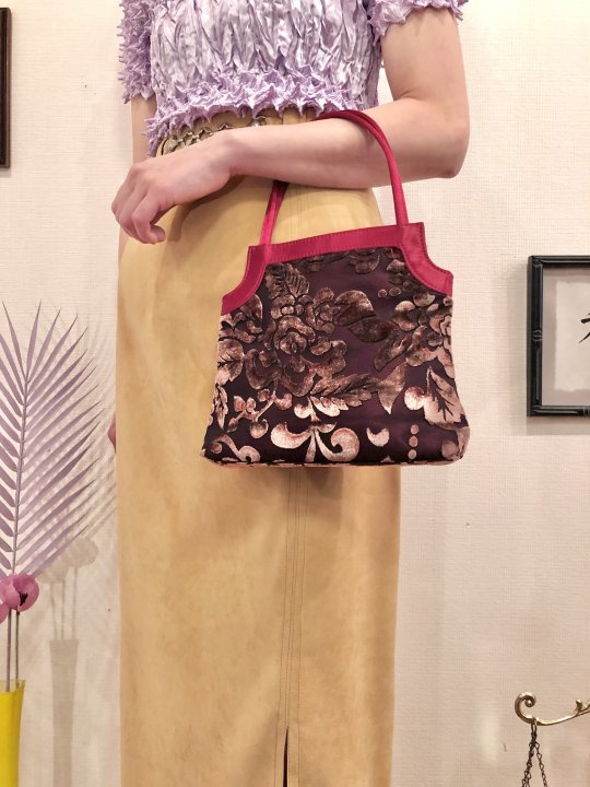Vintage Wine Red Floral Velour Hand Bag<img class='new_mark_img2' src='https://img.shop-pro.jp/img/new/icons50.gif' style='border:none;display:inline;margin:0px;padding:0px;width:auto;' />