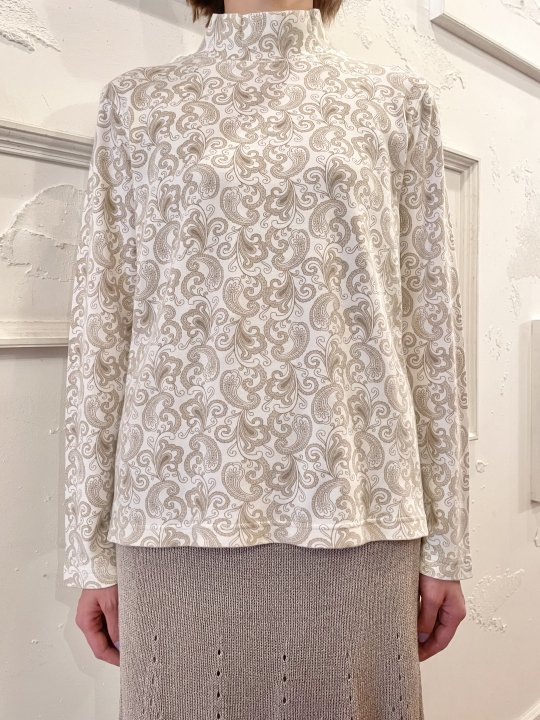 Vintage White & Beige Paisley Print Mockneck Top M<img class='new_mark_img2' src='https://img.shop-pro.jp/img/new/icons50.gif' style='border:none;display:inline;margin:0px;padding:0px;width:auto;' />