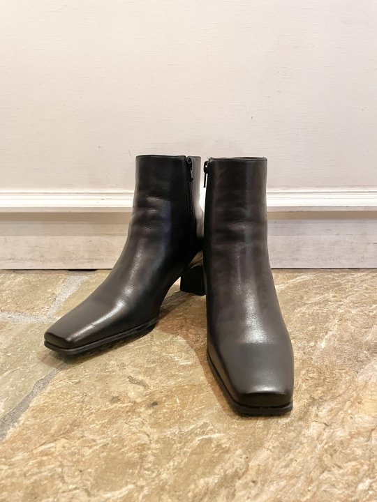 Vintage Black Leather Heel Boots 24.0cm<img class='new_mark_img2' src='https://img.shop-pro.jp/img/new/icons50.gif' style='border:none;display:inline;margin:0px;padding:0px;width:auto;' />
